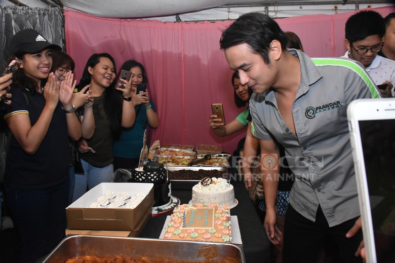 IN PHOTOS: Pasilip sa birthday surprise para kay JM De Guzman sa set ng Pamilya Ko